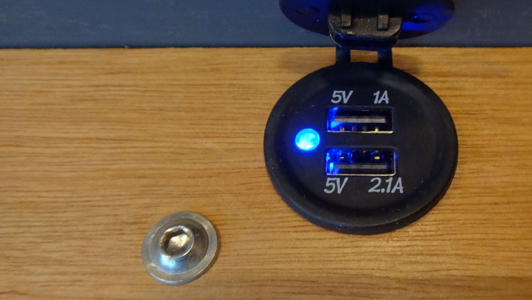 110.DSC02033.Detail.USB